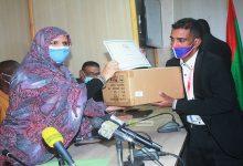 Photo de Le Conseil Régional de Nouakchott livres du matériel de désinfection à 20 coiffeurs du syndicat de la profession