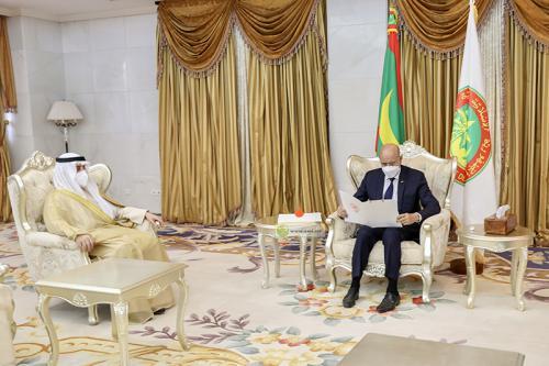 Photo de Le Président de la République reçoit un message écrit de l'Émir de l'État du Koweït