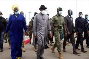 Photo de Les dirigeants d'Afrique de l'Ouest à Accra pour un sommet exclusivement consacré au Mali