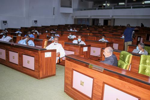 Photo de La Commission de la justice discute d'un projet de loi pénalisant l'atteinte à l'aura de l'État
