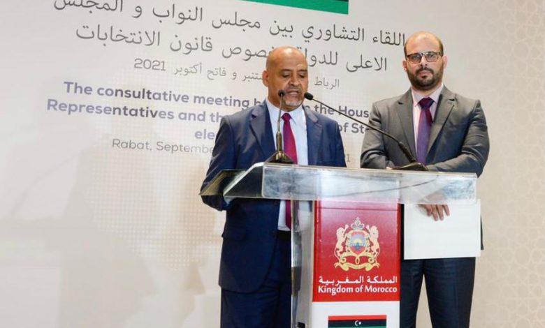 Photo de Les délégations de la Chambre des représentants et du Haut Conseil d'État libyen au Maroc pour les travaux de leur réunion consultative au sujet de la loi électorale